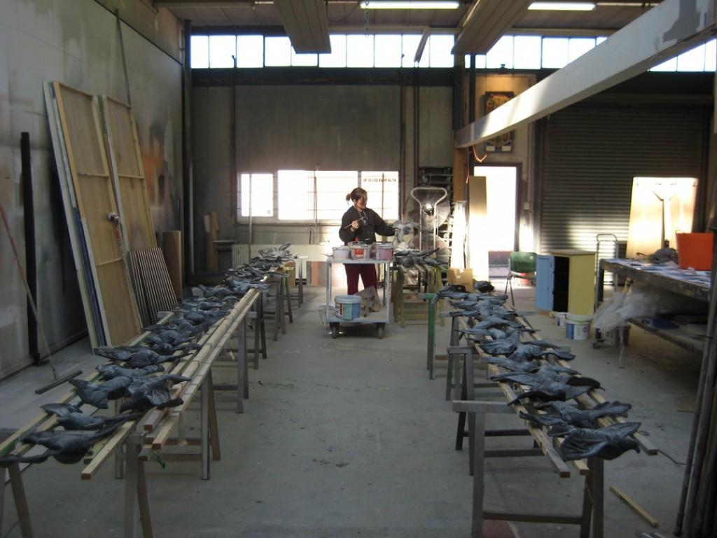 """Dode duiven voor """"Apocalyps"""" van Het Syndicaat"""